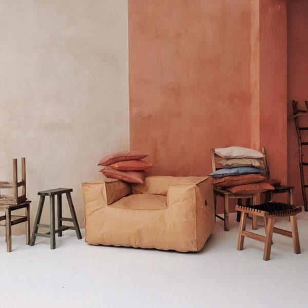 Кресло в бумажной ткани